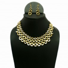 Classy golden mesh necklace