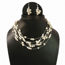 Multistrand pearl necklace set