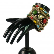 Peppy and vibrant metal bangle set